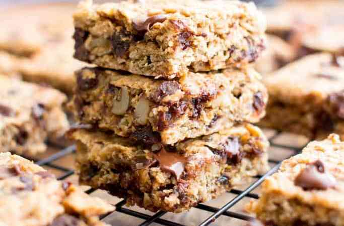 Almond Date Breakfast Bars